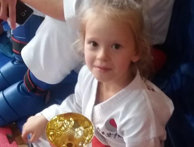 Маленька лучанка стала чемпіонкою світу з карате. ФОТО