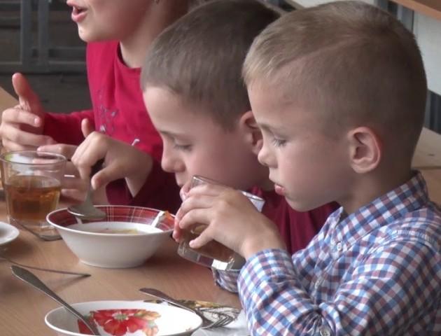 Їдальні в навчальних закладах Луцька: які порушення виявляють найчастіше. ВІДЕО