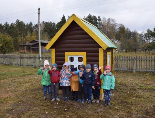 Волинські лісівники побудували оригінальний дитячий майданчик. ФОТО
