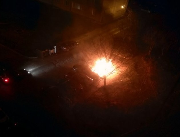 Вночі у Луцьку горіло авто. ФОТО. ВІДЕО