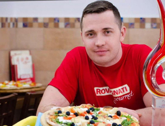 Відомий піцайоло з Волині продає в столиці унікальну піцу
