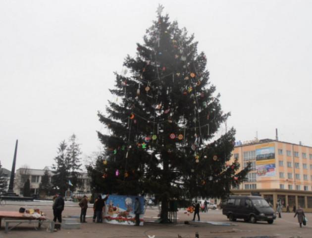Завтра у Володимирі-Волинському відкриють головну ялинку міста