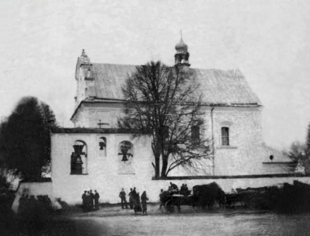 Унікальне фото польського костелу на Волині, який підірвали в роки війни