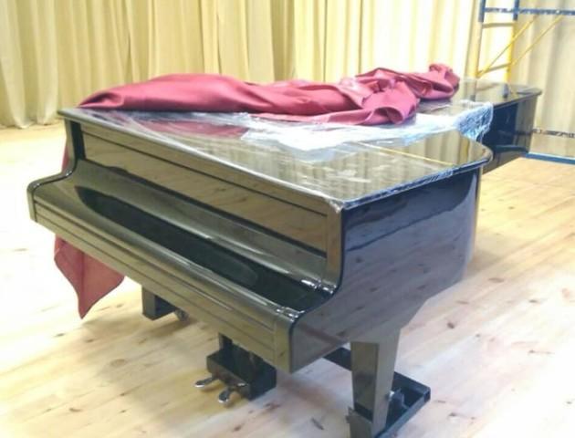У музичну школу №1 в Луцьку повернули відреставрований рояль