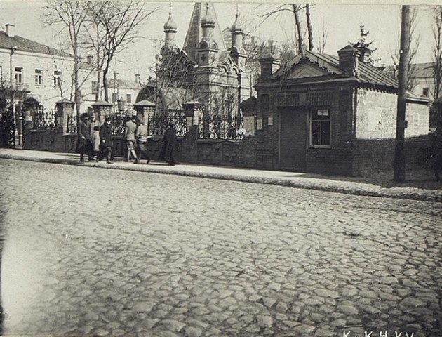 Раритетне фото каплиці у сквері в центрі Луцька
