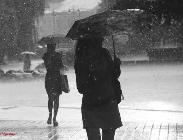 Літня злива у Луцьку: спогад у фото