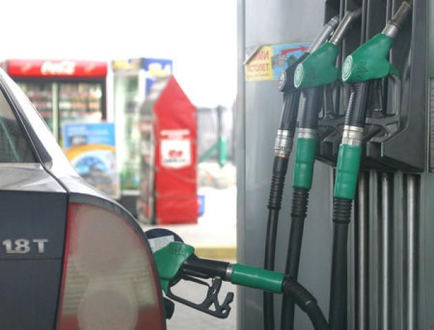 Українські заправки за вихідні знизили ціни на бензин