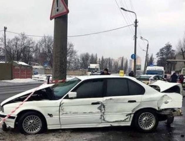 Подробиці смертельної ДТП на Хоткевича: 22-річний водій не впорався з керуванням