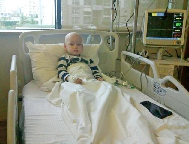 Променева терапія, хімія, дороговартісні аналізи: 3-річний волинянин бореться з 4 стадією раку