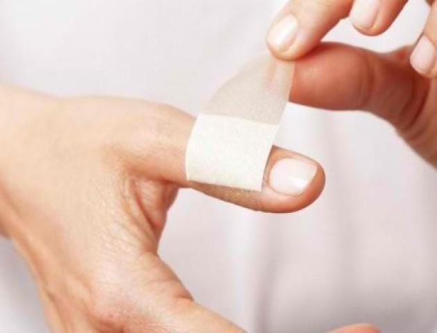 Чому поріз від паперу настільки болючий: пояснення вчених