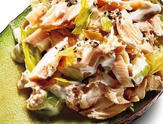Авокадо з тунцем: швидка повноцінна заміна обіду