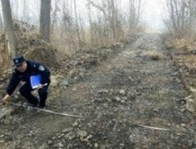 У Китаї чоловік викрав майже кілометр асфальту і продав його