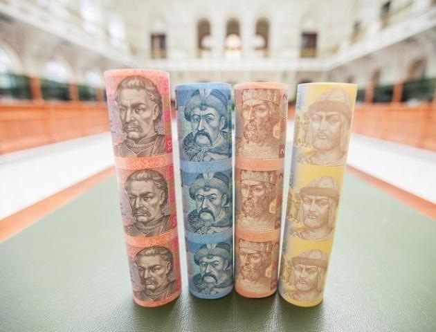 Курс гривні на міжбанку продовжує підвищуватися