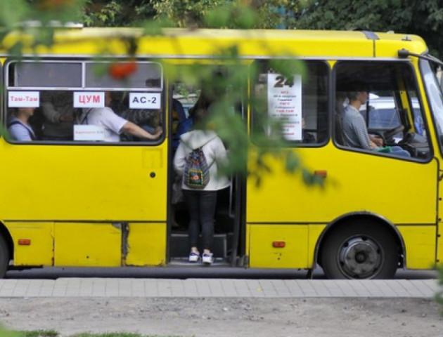 У Луцьку водій маршрутки зачинив двері перед матерями з дітьми