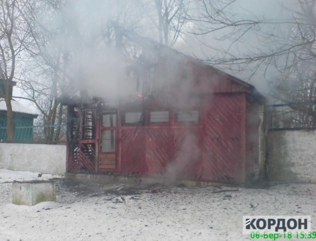 У Любомлі на стадіоні горіла дерев'яна споруда: підозрюють підпал. ФОТО