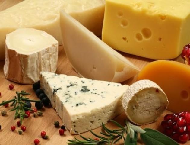 Як надмірне споживання сиру впливає на здоров'я: пояснення медиків