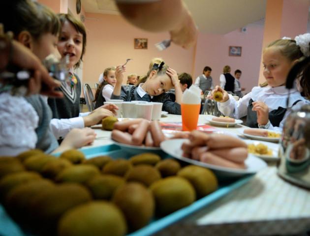 На Волині у кількох їдальнях шкіл та дитсадків виявили неякісні продукти