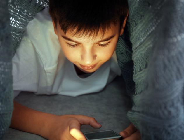 Діти починають дивитися порно з 11 років. Як це впливає на них?