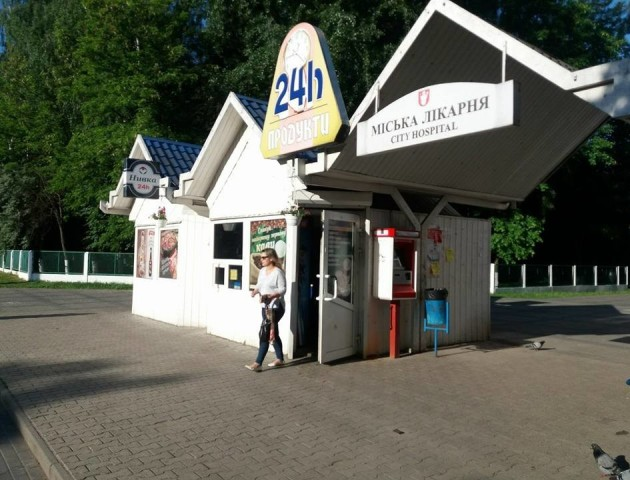У Луцьку два магазини продовжують продавати алкоголь вночі