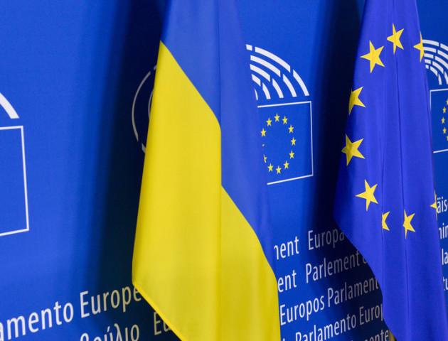 Майже 46% українців за вступ до ЄС, 41,4% – до НАТО, – опитування