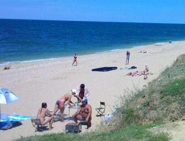 Пора відпусток, а берега самотні: у мережі з'явилося відео порожніх пляжів Криму. ВІДЕО