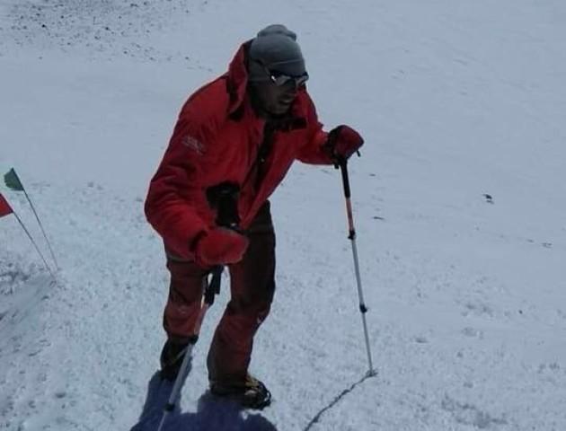 Луцький бізнесмен піднявся на найвищу гору Кавказу. ФОТО