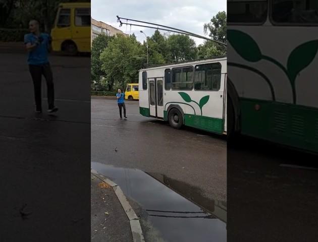 Хитрий маневр луцьких тролейбусників. ВІДЕО