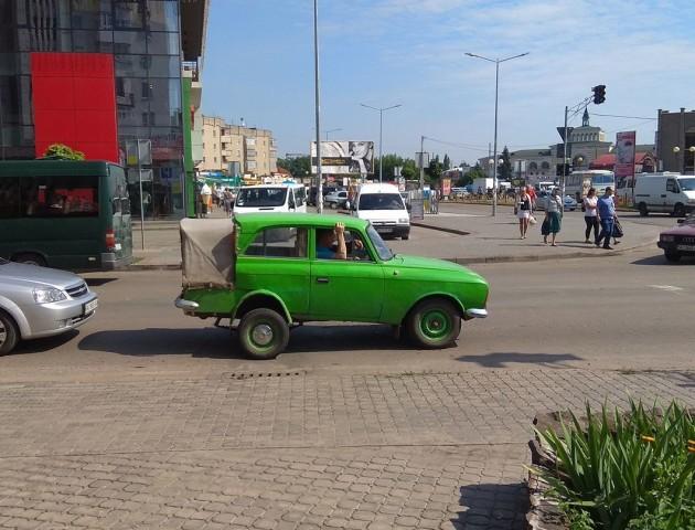 Дві третіх «Москвича»: у Ковелі помітили дивну машину. ФОТО
