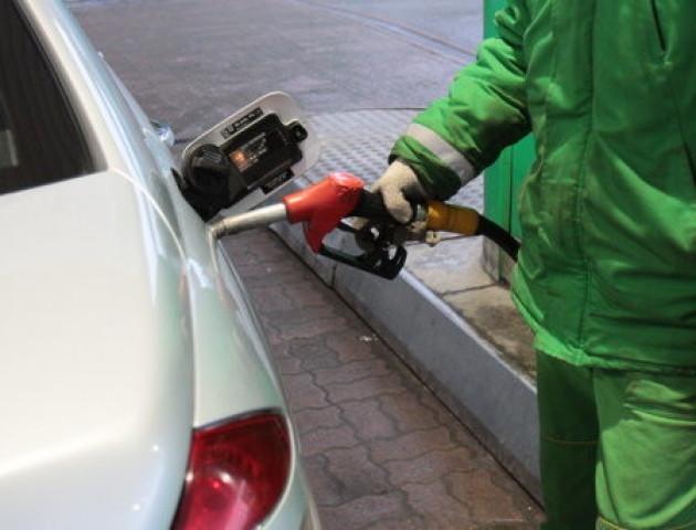 На автошляху Київ-Житомир через забудькуватого водія вибухнула заправка. ВІДЕО