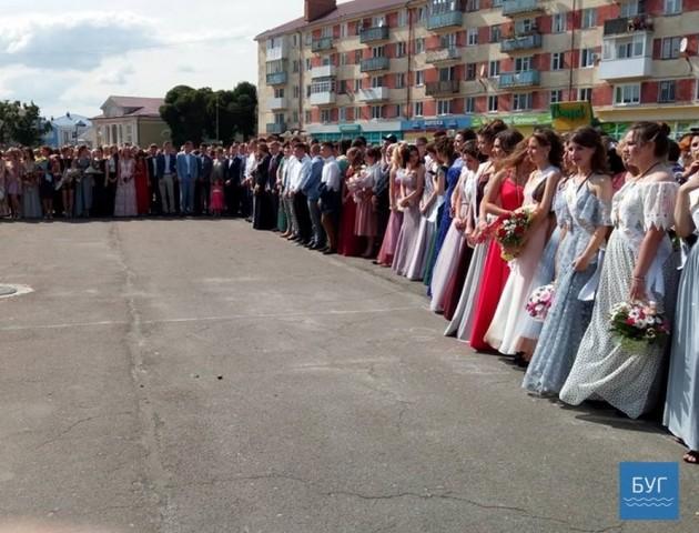 Вручення медалей найкращим випускникам шкіл Володимира-Волинського. ФОТО