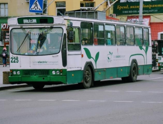 У Луцьку кондуктор «кидалася» на людей та вигнала з тролейбуса жінку з дитиною