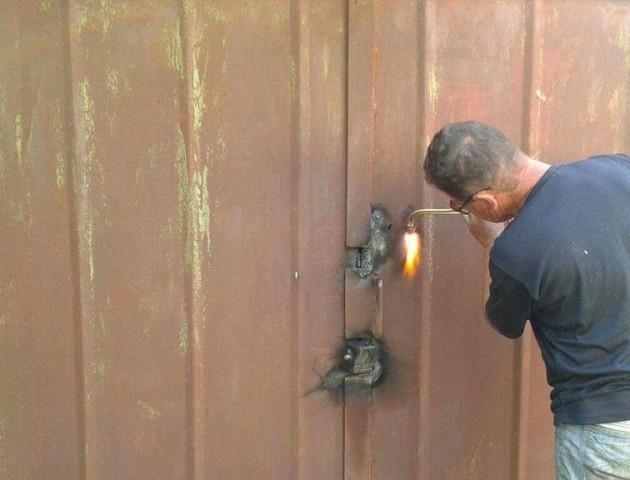 У Луцьку вкотре демонтували незаконні гаражі. ФОТО