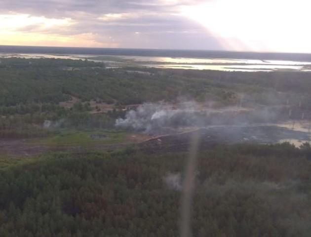 Лісову пожежу під Чорнобилем досі не загасили