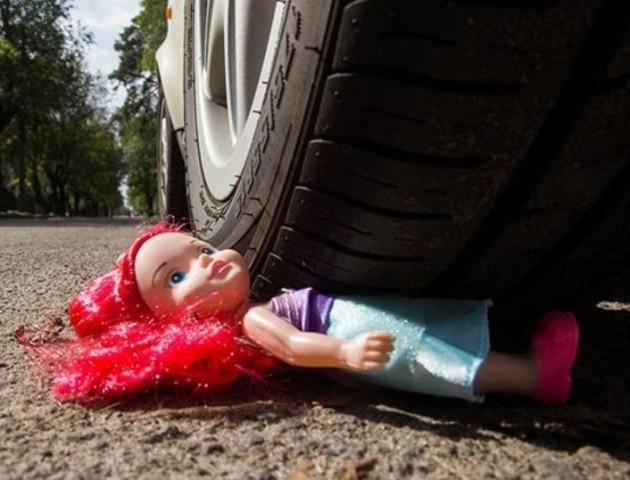 На Волині під колеса авто потрапила неповнолітня дівчина