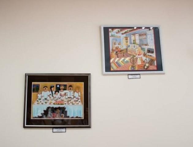 Арт-терапія для хворих: у Ковелі стіни лікарні та пологового прикрасили картинами. ФОТО