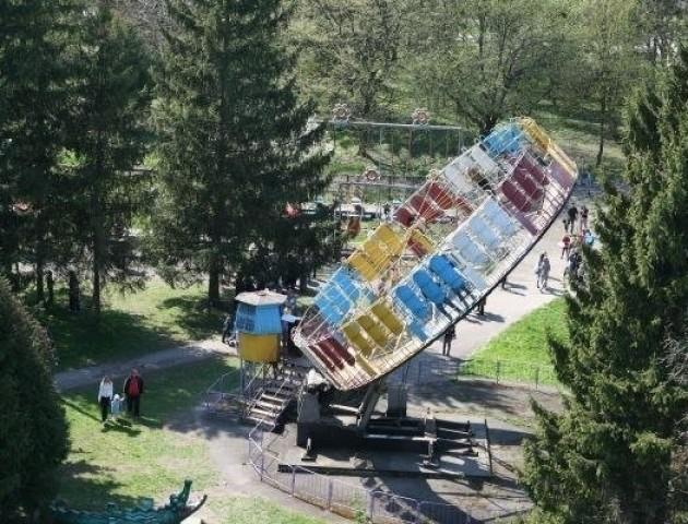 Старі атракціони в луцькому парку працюватимуть лише до кінця сезону