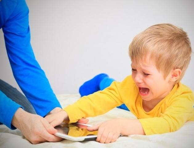 Дитина посиділа в інтернеті на 200 тисяч гривень