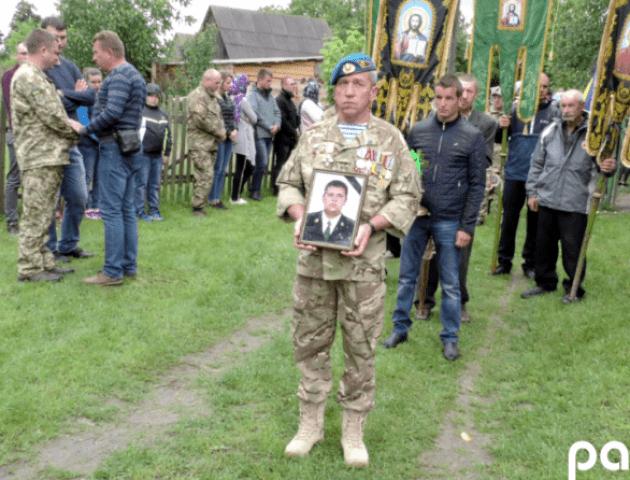 Загиблого волинського Героя Андрія Волоса поховали у рідному селі. ФОТО
