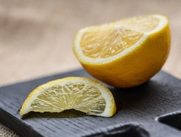 Повідомили, чому не варто зловживати лимонами