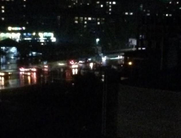 Знову «потоп»: біля РАЦСу в Луцьку розлилося «озеро». ВІДЕО