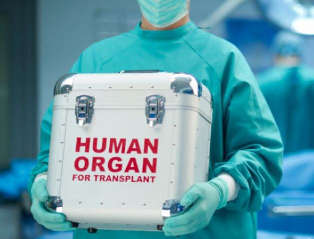 Волинянин, який має важку ваду серця, лікується в Індії