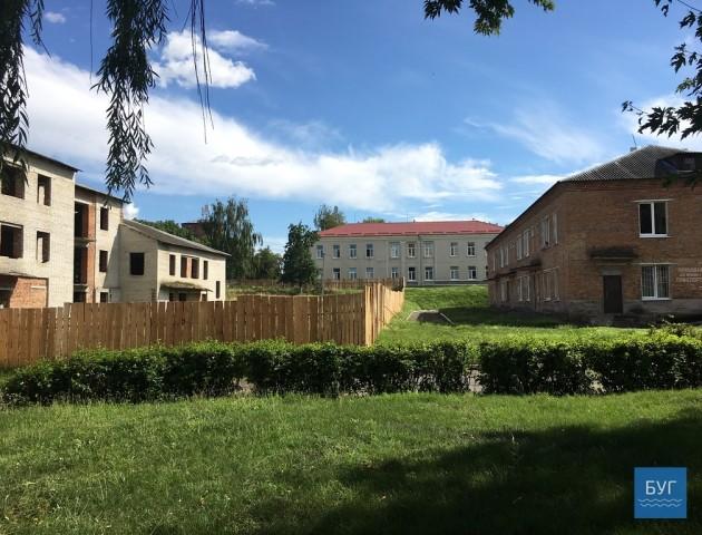 У Нововолинську на місці недобудови планують звести багатоповерхівку з медичним центром