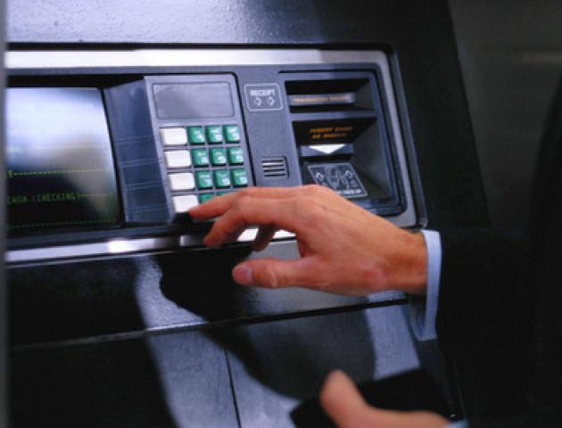 Фальшиві гроші: чи може банкомат видати підроблені купюри