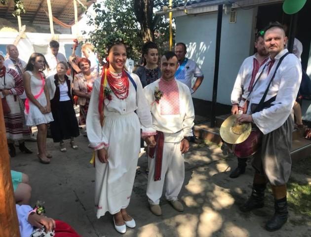 «Гоп за молодих»: сільський голова з Волині відгуляв весілля. ФОТО. ВІДЕО
