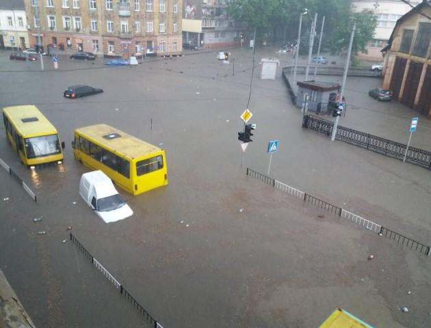 Після страшної негоди Львів перетворився на справжню Венецію. ФОТО. ВІДЕО