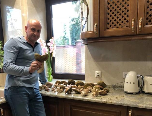 Депутат Луцькради похизувався грибним урожаєм. ФОТО