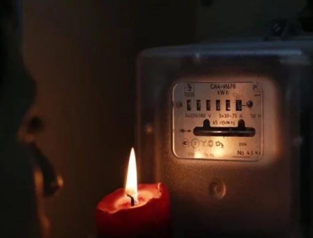Лучанка понад півроку живе без світла в квартирі