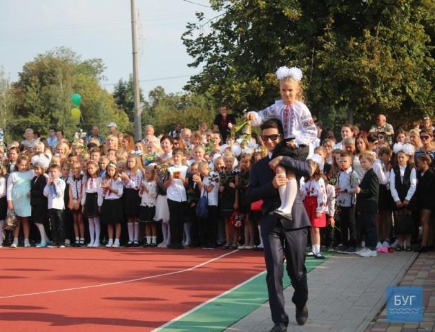 У школах Нововолинська - свято Першого дзвоника. ФОТО