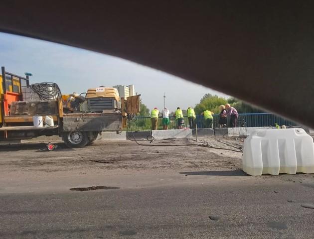 На робітників, які ремонтують міст на Ковельській у Луцьку, «посипалися» перші скарги