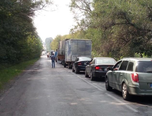На автошляху між Володимиром та Нововолинськом - величезний затор. ФОТО